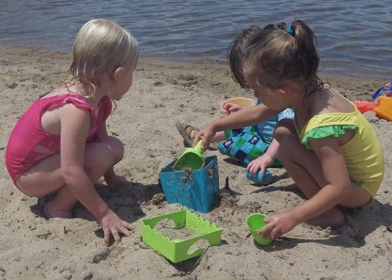 Made in the USA Review: Fantastic Anti-Plastic Dishes and Beach Toys by Zoë b Organic