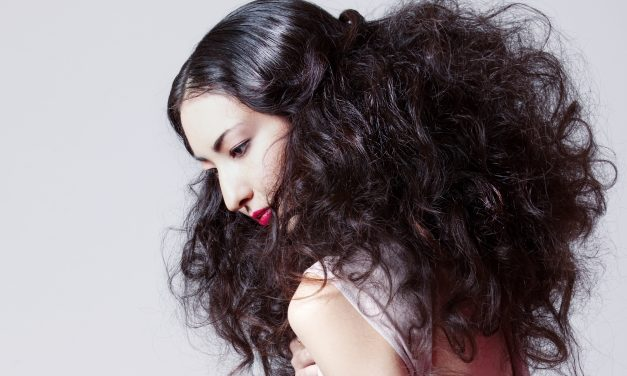 How to Use Volumizers and Dry Shampoos for Full, Fabulous Holiday Hair
