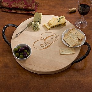 Outdoor entertaining tips | #madeinUSA personalized serving trays