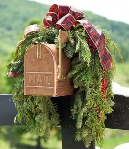 Made in USA Holiday Decorating: Evergreen swag |Easy holiday decorating ideas