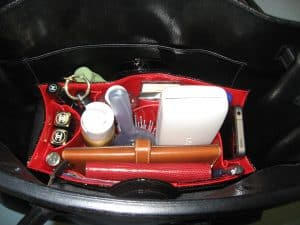 Quick and Easy Tips For Organizing Your Purse with No Sacrifice Bags' Le Mobile via USALoveList.com
