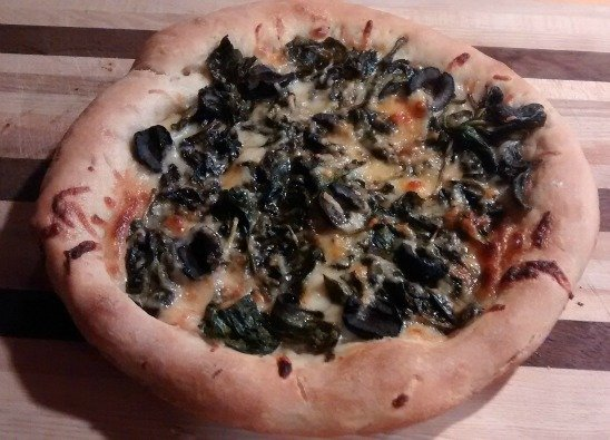 Spinach pizza recipe via USAlovelist.com #NationalSpinachDay