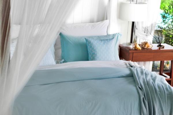 Wedding Gift Ideas: Lime & Leaf bedding, pillows, & throws #madeinUSA #weddinggifts #gifts #bridalshower