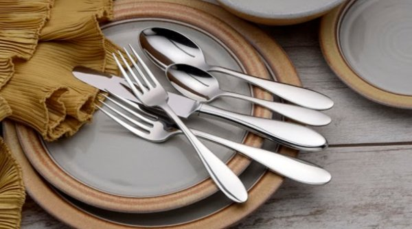 Perfect Thanksgiving Table: Liberty Tabletop flatware. Take 10% off all Liberty Tabletop flatware sets with promo code: givethanks2020 #thanksgiving #usalovelisted