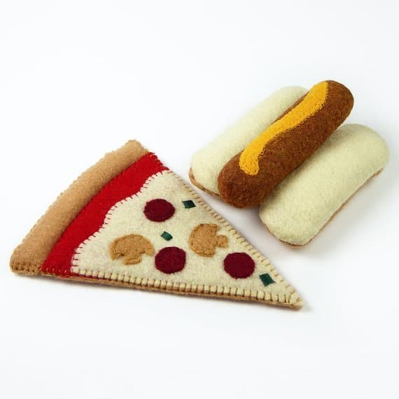 Gifts under $30: Felt play food from Noshkins #usalovelisted #madeinUSA #gifts