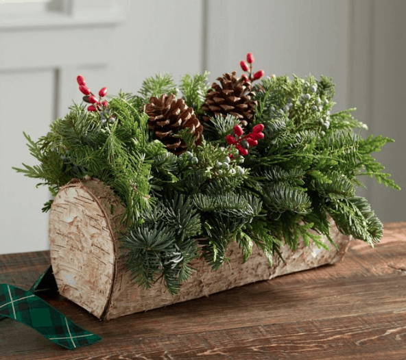 Christmas Decorations made in USA: LL Bean centerpieces & wreaths #usalovelisted #madeinUSA #christmas