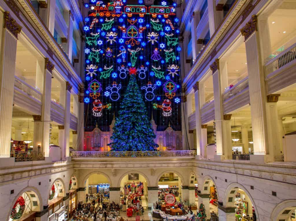 Free Holiday Activities in Philadelphia - Macy's Christmas Light Show In Philadelphia at National Historic Landmark Wanamaker Building - The World's Largest Pipe Organ - Photo by J. Fusco for Visit Philadelphia