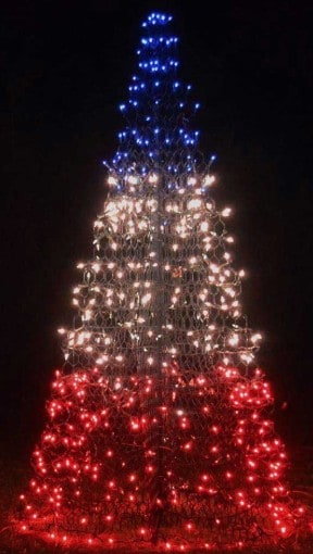 Patriotic items made in USA: Crab Pot Trees Patriotic LED lawn decorations 30% off Crab Pot Trees and free shipping with discount code USALOVE. No expiration date. #crabpottrees #usalovelisted #patriotic #fourthofjuly #redwhiteblue