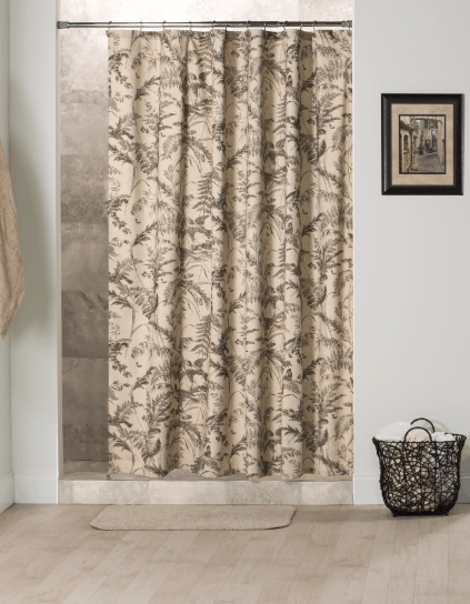 Bathroom essentials made in USA: Thomasville at Home shower curtains and valances #usalovelisted #madeinUSA #bathroom