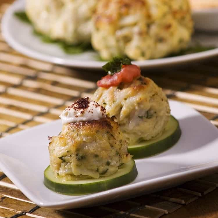 Maryland Blue Crab Cakes Delivered to Your Door from Angelina´s - 65 Year Old American Owned Company - 100% Domestic Crab