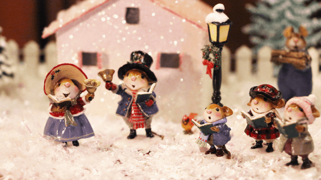 Made in USA Christmas Decorations: Wee Forest Folk handmade miniature mouse collectables.  #christmas #madinUSA #usalovelisted