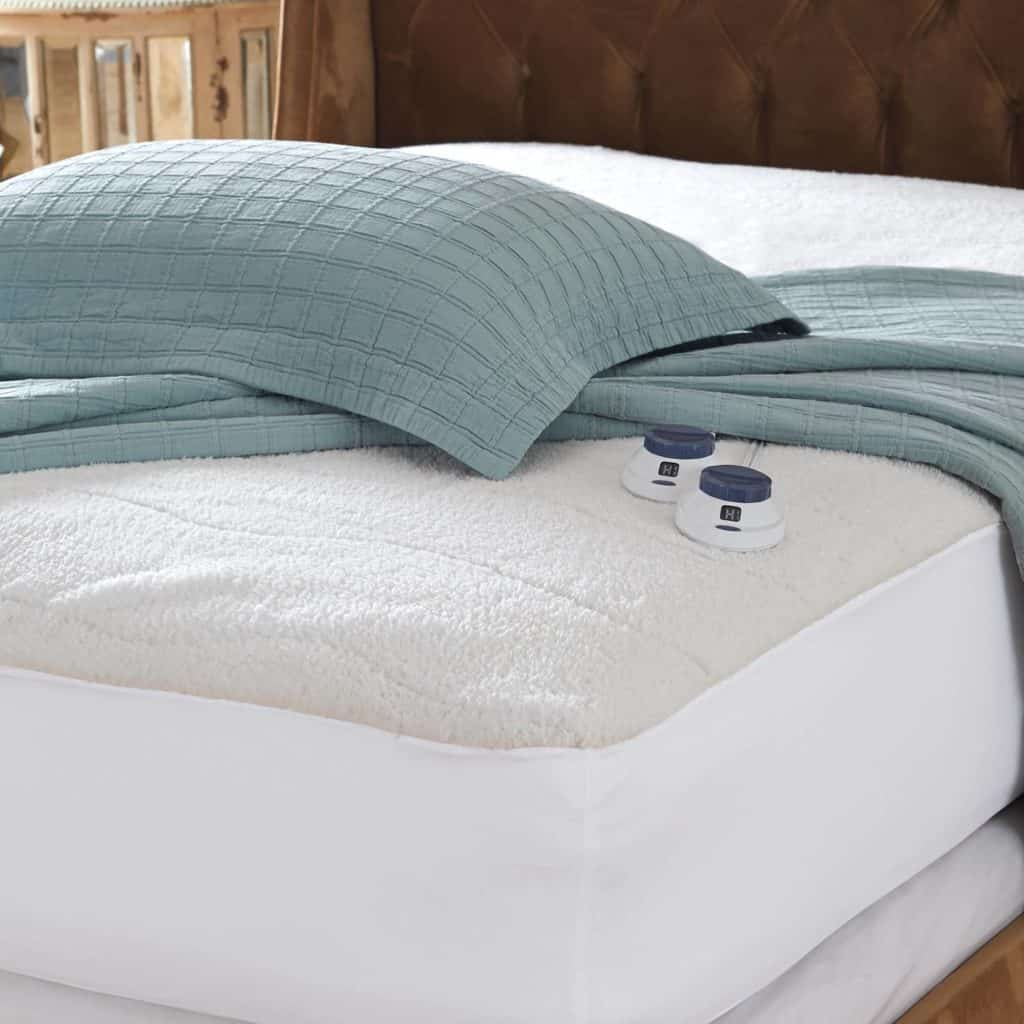 No electric blankets made in USA, but the Faux Fleece Heated Mattress Pad in made in USA from imported parts. #heatingpad #bedding #madeinUSA