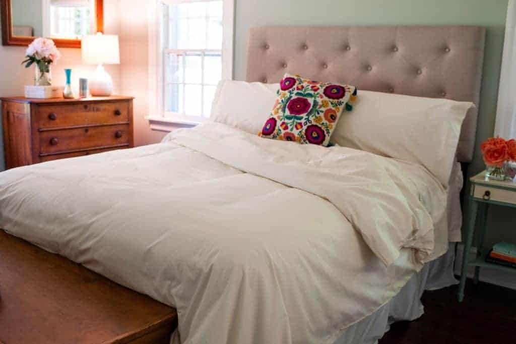 Organic Bedding made in USA: NoFeathersPlease.com organic sheets, comforters, pillows and more. #bedding #usalovelisted #madeinUSA #AmericanMade #organic